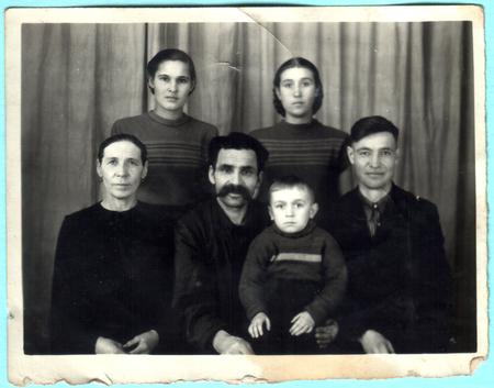 USSR  - CIRCA 1950s: An antique photo shows family portrait 新聞圖片
