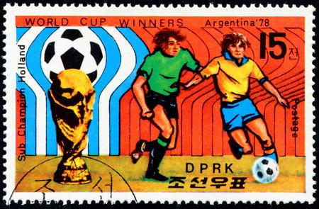"""finalistin: NORDKOREA - CIRCA 1978: Ein Stempel in Nordkorea von der gedruckten """"Fu�ball-Weltmeisterschaft Gewinner - Argentinien"""" -Ausgabe zeigt Fu�ball-Szene, Niederlande Finalisten, circa 1978."""