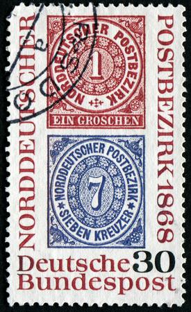 confederation: GERMANIA - CIRCA 1968: un francobollo stampato in Germania mostra la riproduzione di francobolli di Poste Confederazione tedesca del Nord, circa 1968 Editoriali