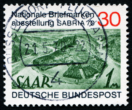 stempeln: GERMANY - CIRCA 1970: A stamp printed in Germany issued for the Sabria 70 stamp exhibition, Saarbrucken shows Saar stamp of 1947, circa 1970.