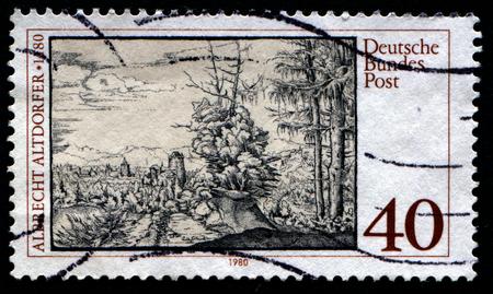 gravure: GERMANIA - CIRCA 1980: francobollo stampato in Germania, mostra rotocalco Paesaggio con abeti da Altdorfer, circa 1980.