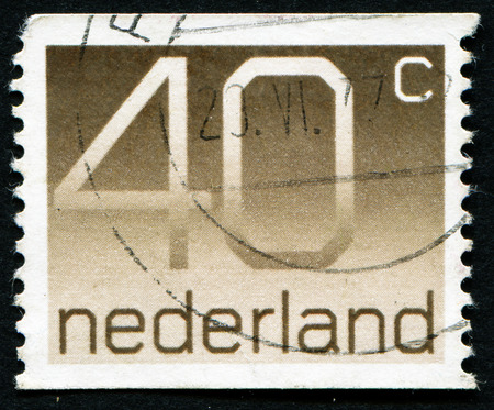stempeln: NETHERLANDS - CIRCA 1976: A stamp printed in the Netherlands shows numeral ordinary gum, circa 1976. Editorial