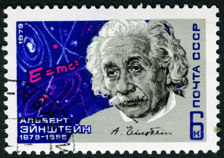 RUSSIA - CIRCA 1979: a postage stamp printed in Russia showing an image of physicist Albert Einstein, circa 1979. 新聞圖片