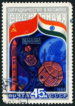 cooperativismo: URSS - CIRCA 1984: Un sello impreso en la URSS muestra el programa espacial Intercosmos Cooperativa (URSS-India), serie, alrededor del a�o 1984 Editorial