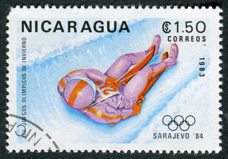 luge: NICARAGUA - CIRCA 1983: un francobollo stampato in Nicaragua mostra Luge, 14 � Olimpiadi invernali, Sarajevo, Jugoslavia, circa 1983