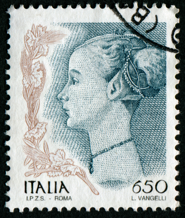 sello: ITALY - CIRCA 1998: A stamp printed in Italy from the Women in Art issue shows Profile of a Woman (Antonio del Pollaiuolo), circa 1998.