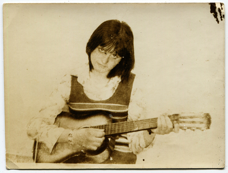 USSR - CIRCA 1980s: An antique photo show The woman with a guitar 新聞圖片
