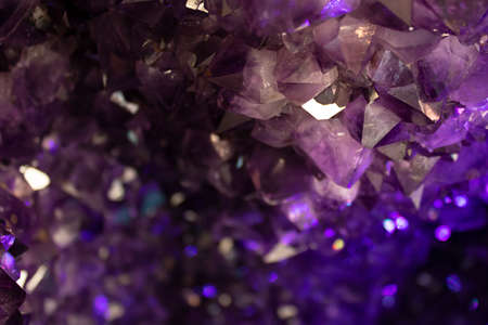 The amethyst crystal was withdrawn in the store. Large crystals. Stockfoto