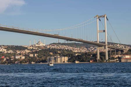 Foto del ponte sul Bosforo a Istanbul.