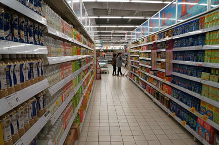 On October 2, 2011, xi an supermarket shelves display all kinds of goods, customers in the choose and buy.