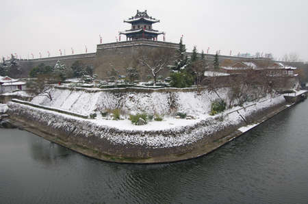 Snow day in xi an city wall, which is a world famous scenic spots of ancient buildings. Building has a history of more than 600 years. 版權商用圖片