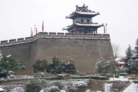 On January 7, 2018, xi an, snow scene of ancient city wall 版權商用圖片