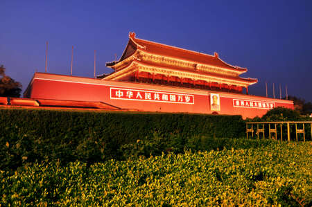 Tian 'anmen square in Beijing is a world famous scenic spot.
