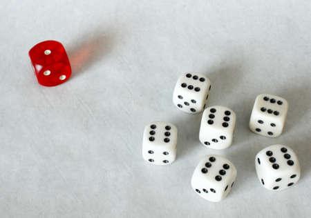 bulling: Dados de juego - el racismo Concept