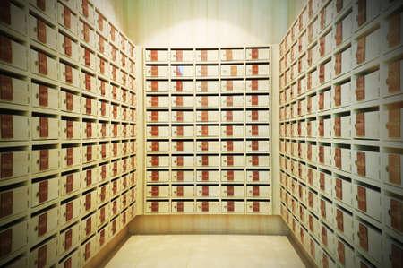 Locker Briefkasten oder Briefkastenraum Standard-Bild - 34465986