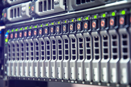 Réseau de stockage sur disque dans le centre de données avec la profondeur de champ Banque d'images - 51326202