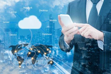 接続するプロのビジネスマンの二重露光クラウド ・ インター ネット サーバー技術を持つスマート フォンと IT ビジネス コンセプトは、NASA から提 写真素材