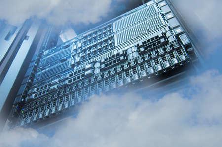Cloud Servers Computing technology dans le concept créatif de datacenter Banque d'images - 68575189