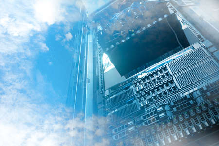 Cloud Servers Computing technology dans le concept créatif de datacenter Banque d'images - 68568570