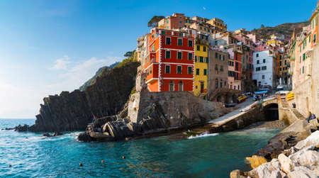 Riomaggiore 1 of 5 fishing village of Cinque Terre, coastline of Liguria in La Spezia, Italy Imagens