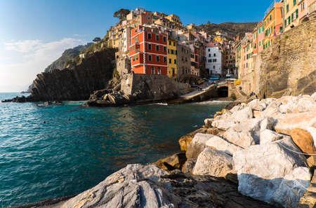 Riomaggiore 1 of 5 fishing village of Cinque Terre, coastline of Liguria in La Spezia, Italy Banco de Imagens