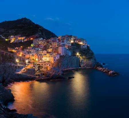 Manarola, 1 de 5 pueblo pesquero de Cinque Terre, costa de Liguria en La Spezia, Italia Foto de archivo