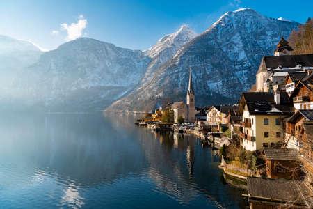 Lake Hallstatt, Austria. Hallstatt village in Alps mountains. Imagens