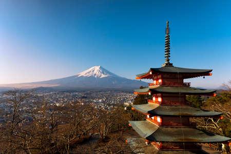 Mt. Fuji at Chureito Pagoda Imagens