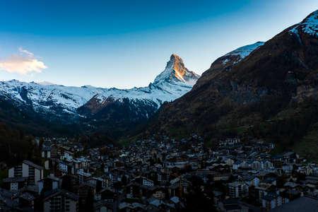Sunset Matterhorn mountain at Zermatt Village, Switzerland Imagens