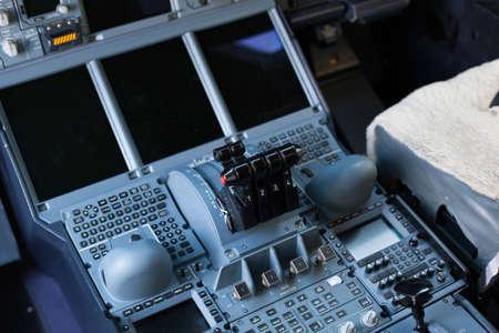 cockpit bedieningspaneel en de technologie van het vliegtuig Stockfoto