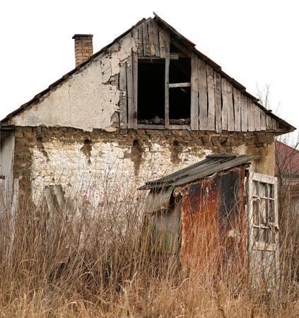foundation cracks: Old damaged and abandoned farmhouse.
