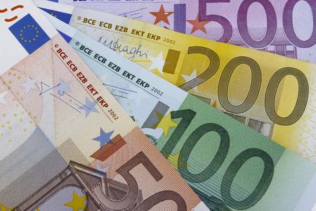 billets euro: Billets en euros (EUR). 50, 100, 200 et 500 billets en euros. Banque d'images