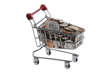 carretilla de mano: Monedas de dólar en un carrito de compras, con un mango de color rojo sobre un fondo blanco aislado.