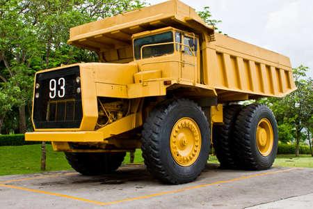 camion minero: Carro grande mina amarillo