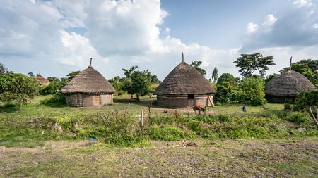 Omo Valley - Ethiopië, Septembr 2017: Traditionele strohutten in de Omo-vallei van Ethiopië