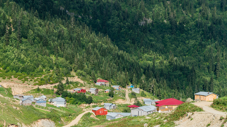 Artvin, Turkey - July 2018: Misirli village in highlands of Blacksea region with traditional wood homes, Artvin, Turkey Stok Fotoğraf - 114034417