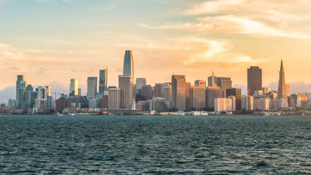 San Francisco, California, USA - August 2019: San Francisco cityscape skyline during sunset Publikacyjne