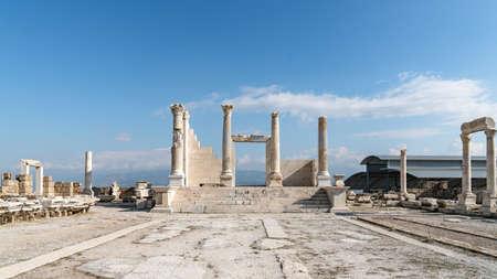 Denizli, Turkey - October 2019: Laodikeia ancient city ruins in Pamukkale, Denizli, Turkey Publikacyjne