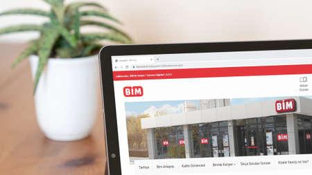 Istanbul, Turkey - July 2021: Illustrative Editorial of Turkish BIM Market website homepage. BIM Market logo visible on a digital screen close-up Publikacyjne