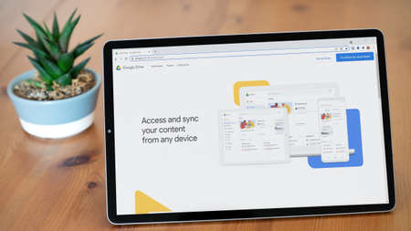 Istanbul, Turkey - July 2021: Illustrative Editorial screenshot of Google Drive website homepage. Google Drive logo visible on a tablet screen. Publikacyjne
