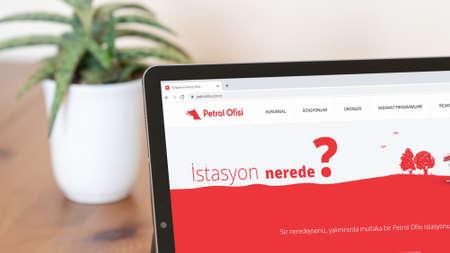 Istanbul, Turkey - July 2021: Illustrative Editorial screenshot of Turkish Petrol Ofisi website homepage. Petrol Ofisi logo visible on a digital screen close-up Publikacyjne