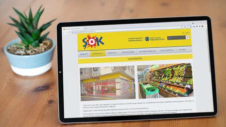 Istanbul, Turkey - July 2021: Illustrative Editorial screenshot of Turkish Sok Market website homepage. Sok Market logo visible on digital screen. Publikacyjne