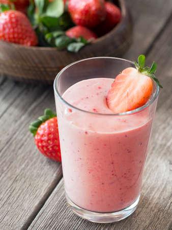 Frische gesunde Erdbeer-Smoothie Standard-Bild - 38914846