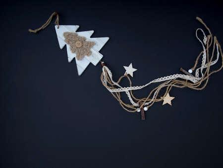 Weihnachtsdekoration auf dem schwarzen Hintergrund mit Kopienraum Standard-Bild - 87959210