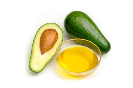 Avocado-Öl isoliert auf weißem Hintergrund . Studioaufnahme Standard-Bild - 95922172