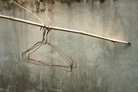 vestidos antiguos: Close up of old clothes hangers in the sunlight