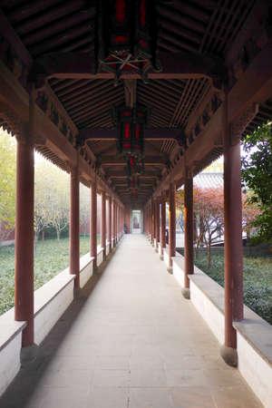 wang: Hangzhou, Qian Wang Temple corridor