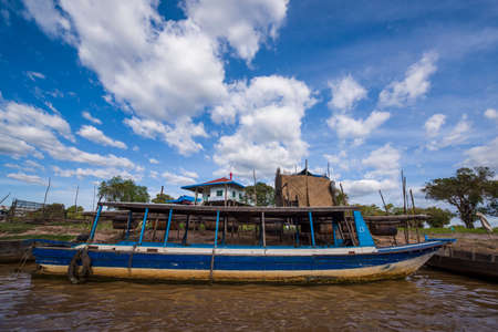sap: Cambodias Tonle Sap floating village of Shandong province