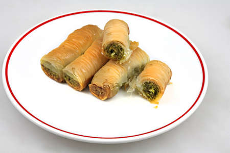Baklava rolled with peanut and pistachio