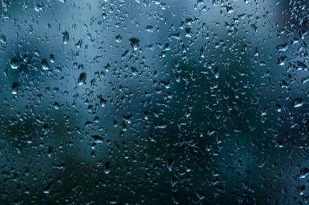 condensación: gotas de lluvia sobre la ventana, cerca Foto de archivo
